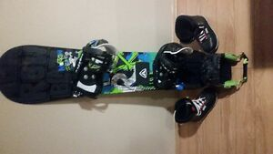 YOUTH SNOWBOARD IN VERY GOOD CONDITION