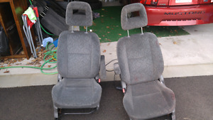 Pair of front seats from chev traker