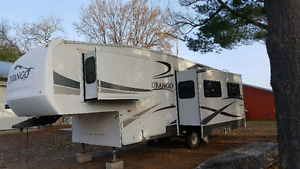 For sale 2006 fifth wheel leather recliner sleeps 4