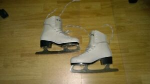 CCM Sakets for girls size 4 (8 2/3)