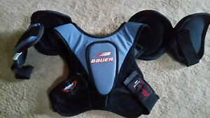 Bauer Hockey Youth Small Chest Protector Kitchener / Waterloo Kitchener Area image 1