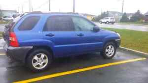 2005 sportage 900 or best offer (parts car)