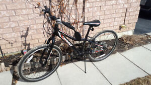 Youth Giant Revel bike for sale