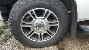 One Ford platinum rim with tire