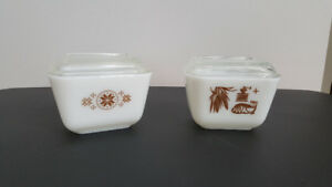 Set of 2 small Pyrex Refrigerator Dishes