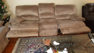Gently used sofa set 8/10 (free glass coffe table)