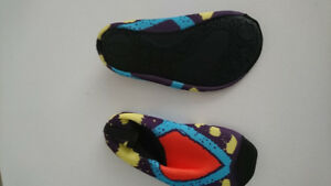 Kids pool shoes size small