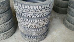Set of 4 Hankook Winter iPike 215/65R17 WINTER tires (60% tread