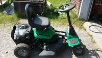 Petit tracteur à gazon Weed Eater One 8.75hp 190cc COMME NEUF!!!