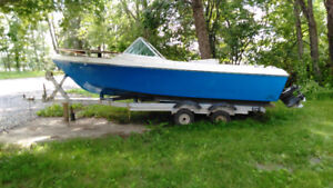 Bowrider boat and trailer