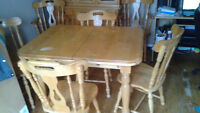 $300 or obo - oak dinning room table, chairs and buffet