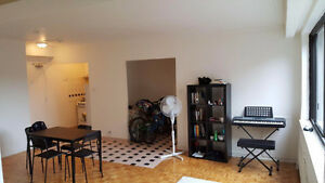 lease transfer for large 2 1/2 studio Aug 1st Centre-Ville