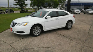 2012 Chrysler 200  LX   Low Kms Only 72000 !!   $8887 + Taxes !!