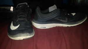 Mens Size 8 NIKE Running Shoes