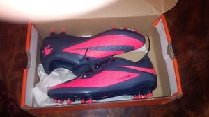 Brand new soccer cleats Nike Hypervenom, size 6.5 and 7, wmn