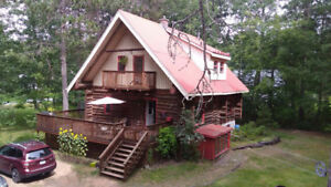 Cosy, Swiss Chalet style Log House, on edge of forrest