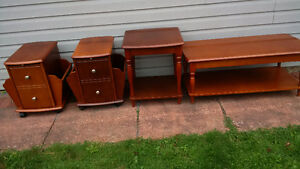 set of 4 coffee/end tables
