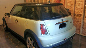2005 Mini Cooper, all season & studded winter tires included