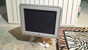 "Apple Studio Display 17"" CRT 16 VIS ADC"