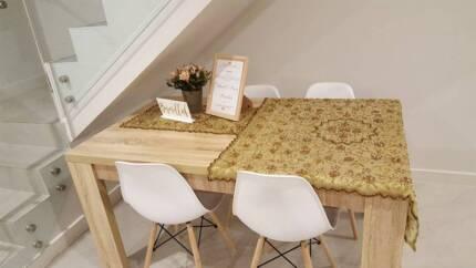 brand new 5 pce table cloth set