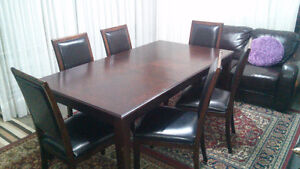 Beautiful Dining Table & 6 Chairs