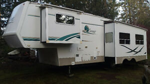 32.5rks 2002 Corsair Excella Fifth-wheel