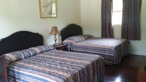 SUPERIOR DELUXE ROOMS WITH KITCHENETTES AT THE COLONIAL INN Peterborough Peterborough Area image 4