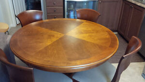 Perfect Round Table & 6 Chairs Set - for sale! Kitchener / Waterloo Kitchener Area image 1