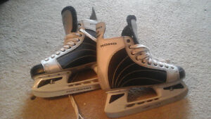 MEN'S HOCKEY SKATES SIZE 9