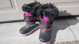 Winter Shoes Girls 7 to 10 years Peterborough Peterborough Area image 1