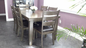 Beautiful modern dinning room table with 6 chairs Peterborough Peterborough Area image 3