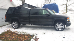 2005 GMC Sierra 2500 SLT Great Condition, And Leer High Rise Cap