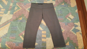 Lululemon Wunder Under Crops- size 8