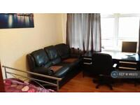 3 bedroom flat in Sidmouth Street, London, WC1H (3 bed)