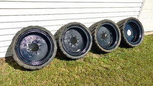 Skidsteer solid rubber Tires (4)