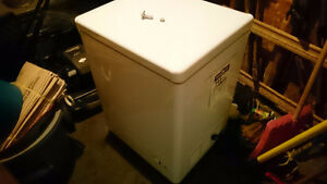 Danby Chest Freezer * Make an offer ! DOESNT WORK Kitchener / Waterloo Kitchener Area image 2