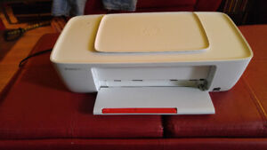 - Imprimante HP DesKJet 1110 printer series ( PAS DE CARTOUCHES