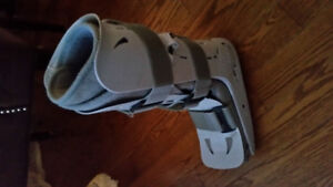 Air cast boot with pump