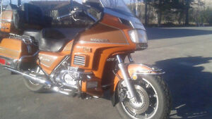 85 Fuel injected Goldwing Loaded Super condition! $2700