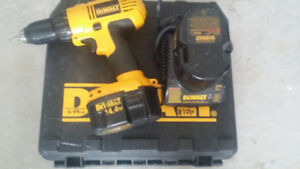 DEWALT 14 V DRILL MACHINE WITH CHARGER AND TWO BATTERIES.