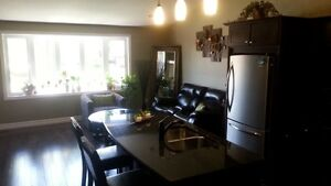 STUDENT TRADESMEN RETIRED single room for rent in Exec home Sarnia Sarnia Area image 3