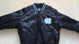 North Carolina NCAA Basketball NIKE Jacket - Large - New
