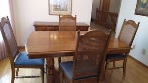 Medium Oak dining set with buffet and hutch
