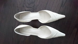 NEW ALDO white low heel pointed toe shoes