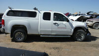 truck cap white off an 09 chevy 1500 ext cab 6 1/2 ft box