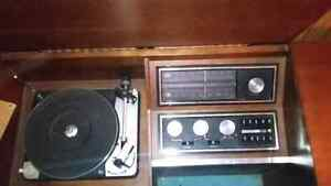 Antique Record player (Need Gone ASAP)