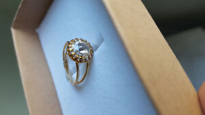 Beautiful gold rIng with Swarovski crystal inlay