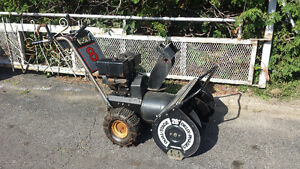 Souffleuse Rona (puissant Briggs 8 hp / 26) + starter