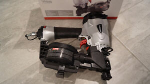 Cloueuse a toiture roof nailer ---NEUF---