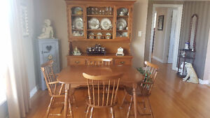 6 Chair Solid Wood Dining Room Table and Buffet Hutch